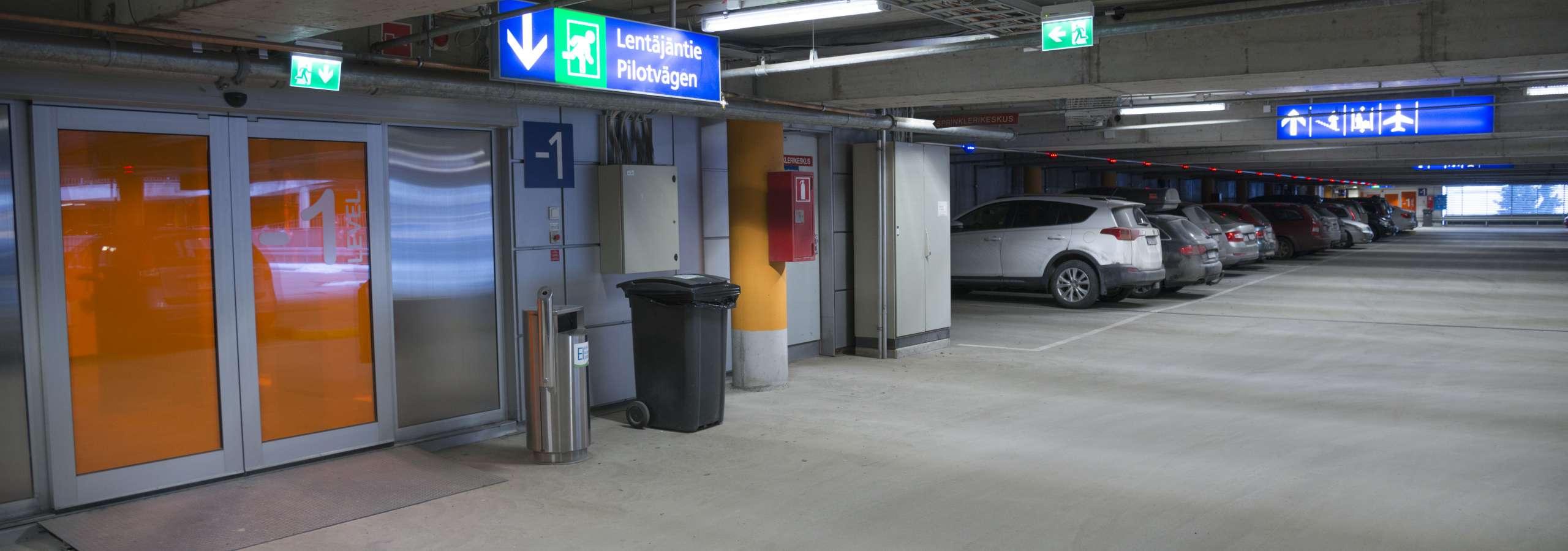 Helsinki-Vantaan lentoaseman parkkihalli